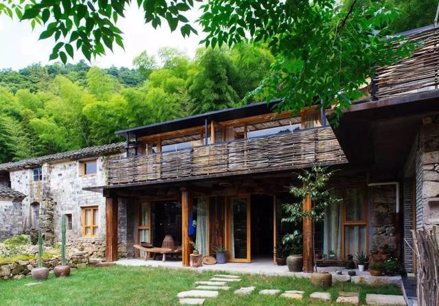 卖掉2套房,小夫妻爆改乡下200㎡破旧房,住进梦想生活,太治愈