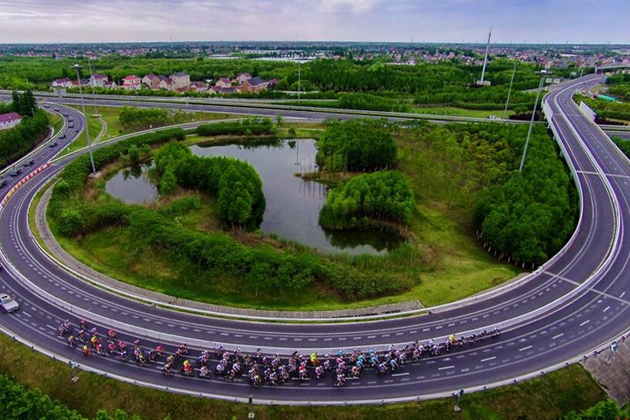 这年头没有去崇明环岛骑行过,都不好意思说自己是单车爱好者啦!崇明岛是全上海空气质量最好的地方,风景秀美,路平坡缓,拥有自行车体育休闲运动得天独厚的天然条件。加上最近几年,连续成功举办多项国际自行车大赛,你想不想试一下?