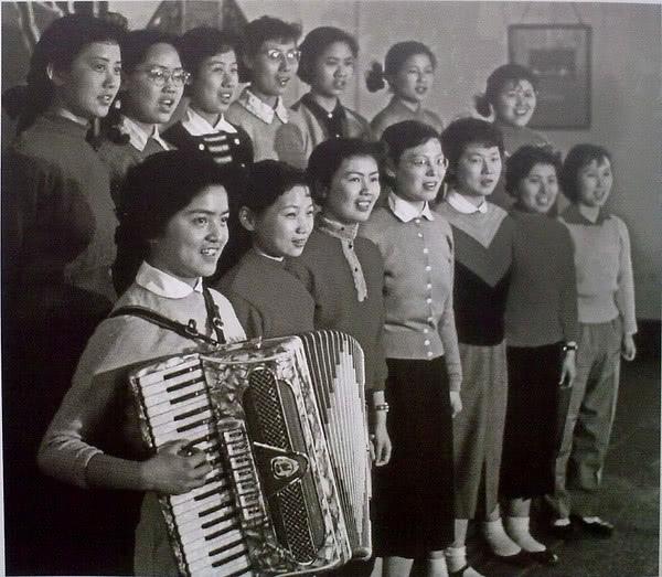 罕见老照片引发回忆杀,50年代至今的上海,感受时代巨变图片