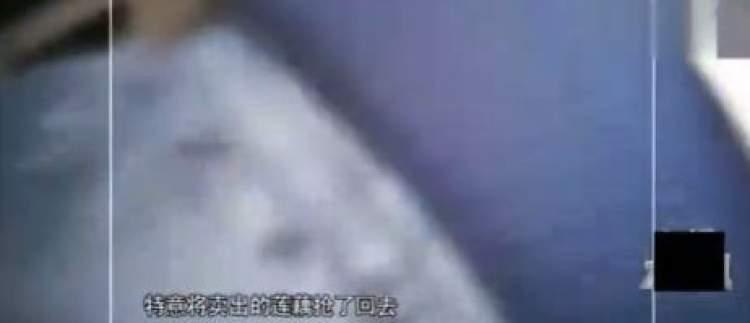 这一个个坏掉的莲藕经过商贩的特殊处理之后,摇身一变白白净净,光鲜
