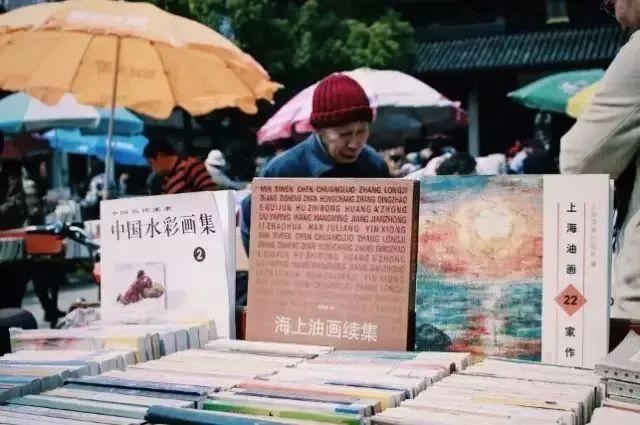他花了2元錢買了他最喜歡的書。