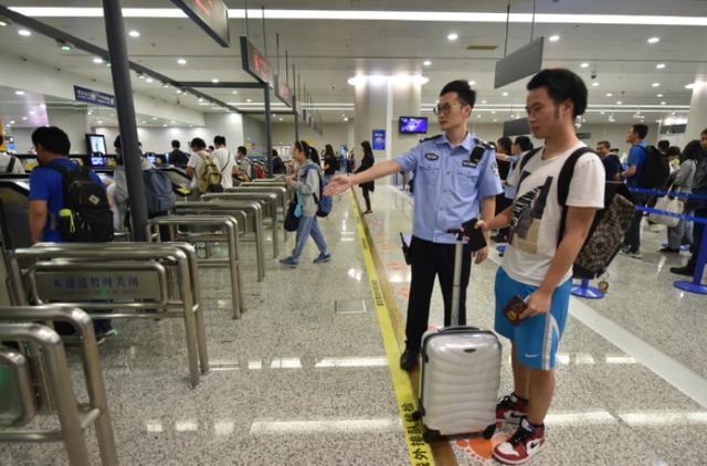 """""""利奇马""""过后,浦东、虹桥国际机场口岸出入境客流高峰仍将持续"""