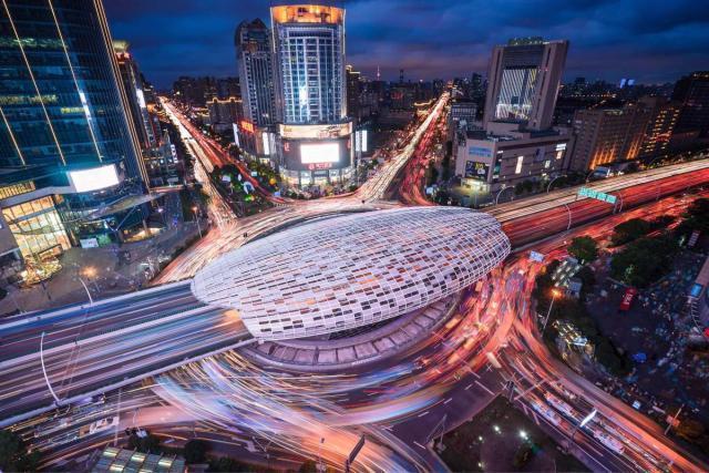比较上海市中环线沿线的发展:唯一浦东新区一直领先浦西的环线