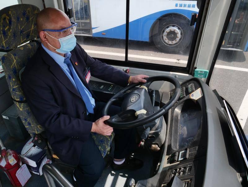地铁密织成一张巨网的上海,哪些人还在乘公交车?