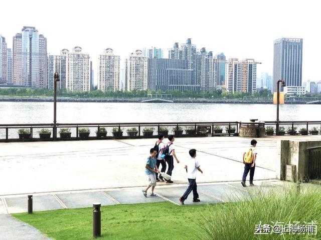 在杨浦滨江骑行,是怎样的一种体验?