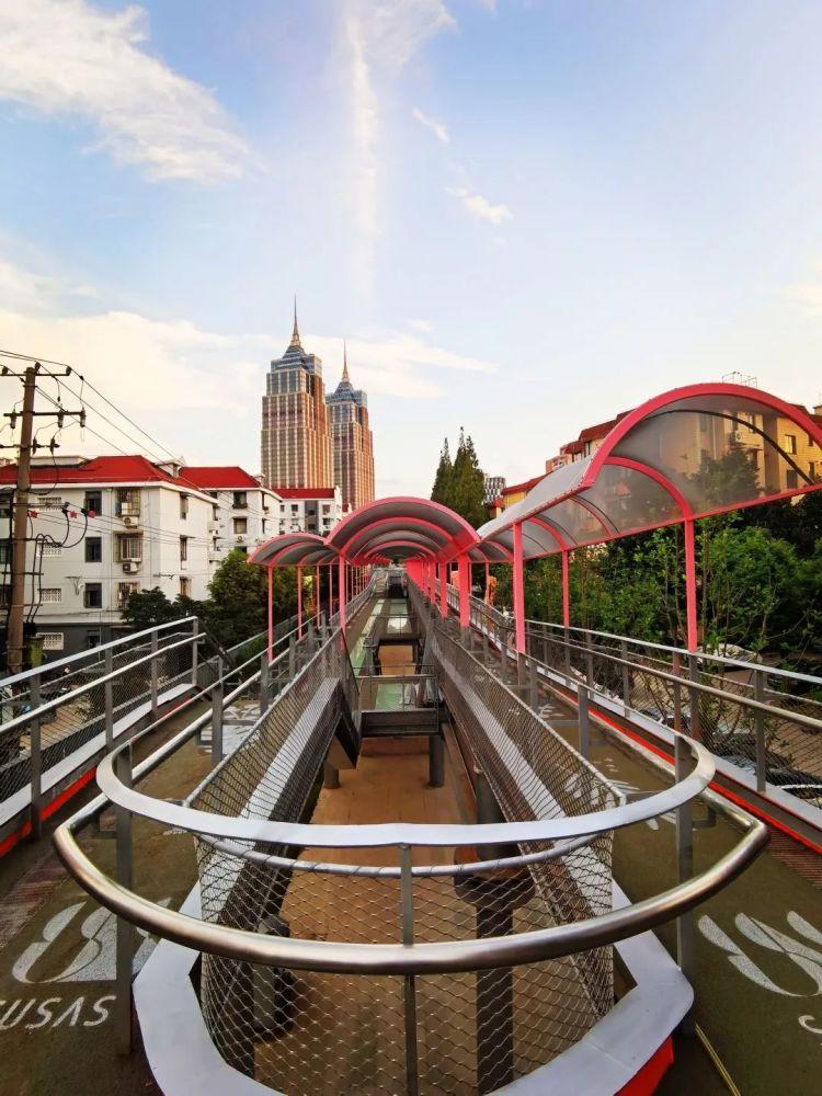 《【无极2平台主管】真奇妙!上海这个公园竟有三层!白天像彩虹,晚上美成一道光~免费开放!》