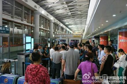 因航班延误 乘客大连机场与东航员工起冲突