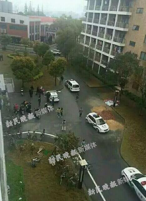 上海热线hot新闻——上海理工大学一女生宿舍坠楼