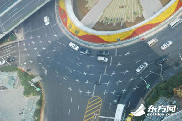 为配合大整治行动,上海道路交通标志标线整治及完善工程已提前启动