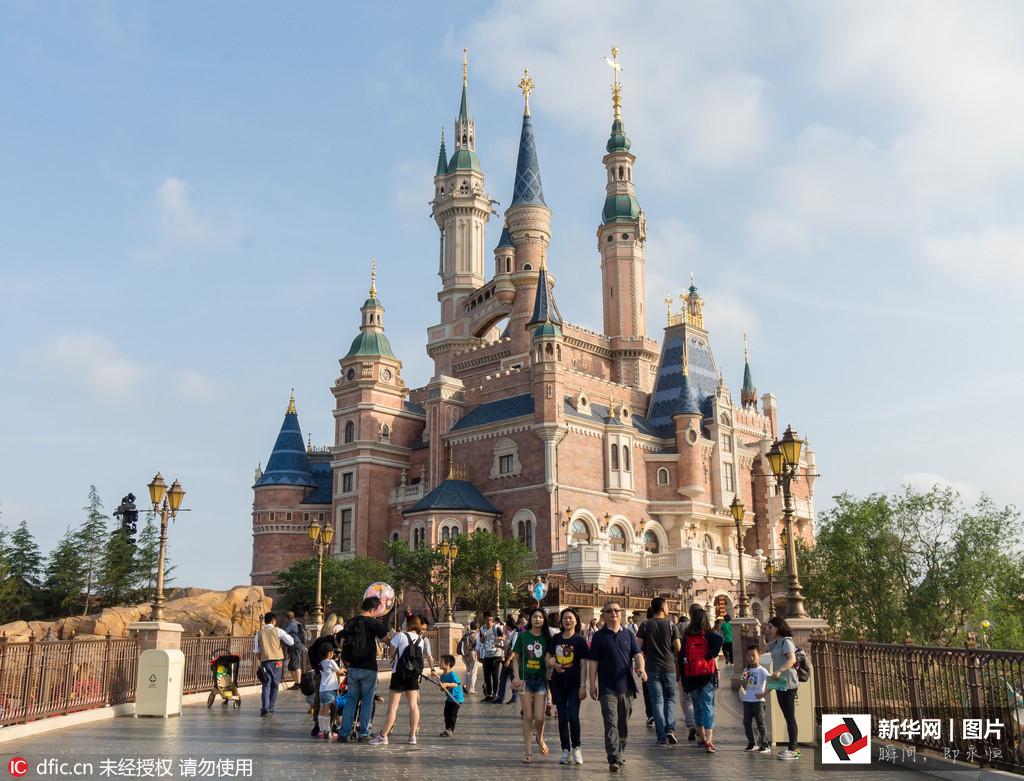 上海热线HOT新闻 全时段记录上海迪士尼 奇幻童话城堡 美丽外景