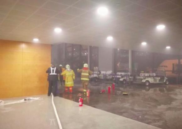 上海热线HOT新闻--电瓶车自燃!浦东机场航站楼