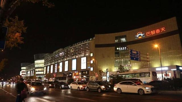 """小龙虾、烧烤、串串……虹桥商圈新添一条""""夜市街"""""""
