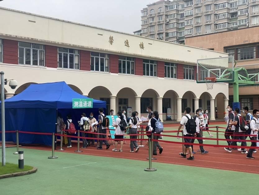 """""""多复习一个月更有信心啦!""""上海约5万考生今日迎战高考"""