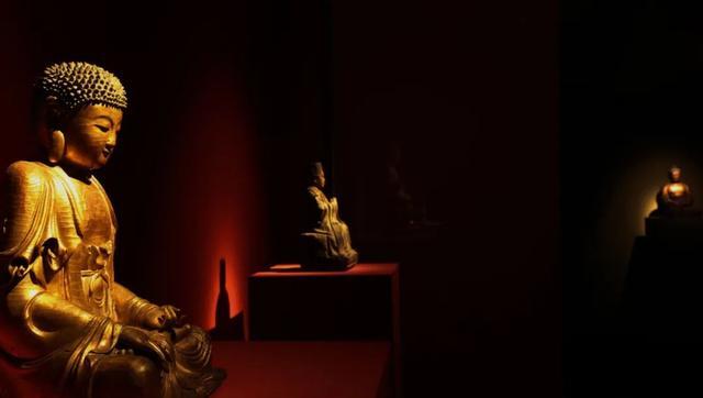 《【无极2娱乐平台代理】广东姐弟在6层别墅供百尊佛像:每天被他们瞪着,自然就变佛系了》