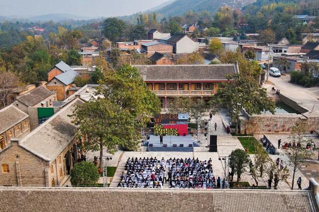 《【无极2平台最高奖金】一个安徽大学老师,20年在质疑中坚持一件事:挑战中国村民审美》