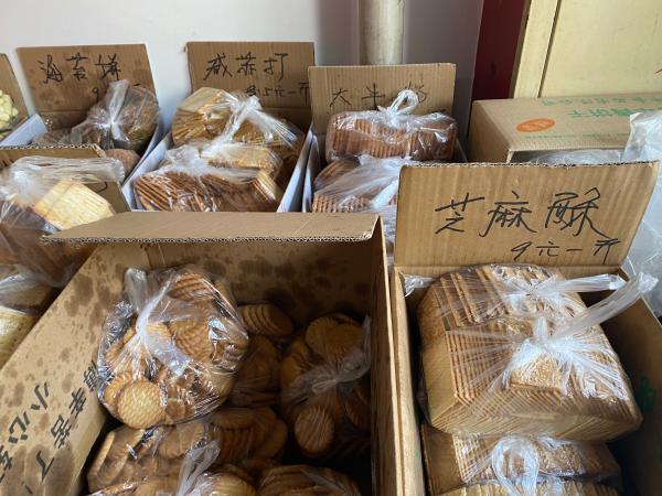 《【无极2娱乐代理】每斤10元钱的散装饼干,为什么让上海这家10平方米小店变成网红》