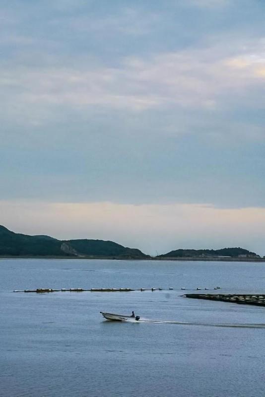 《【无极2娱乐平台代理】水清人少美成爱琴海,360°海景屋顶花园,肥美海鲜管饱》
