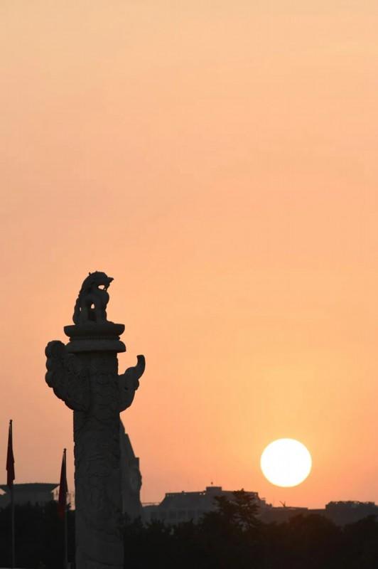 这就是今天早上的天安门广场!