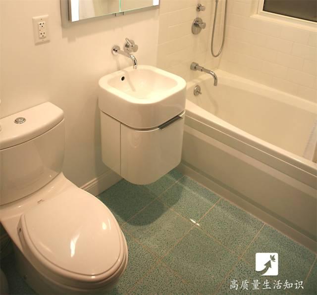 当前位置:    1  水箱的结构   一般来说,马桶水箱里面的结构都有