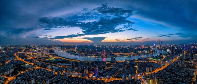 """交融""""两面""""的上海,这张""""中心地标名片""""即将登场"""